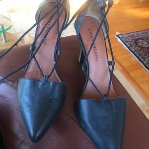 Tie up pointed toe shoes